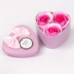 Boîte coeur avec 3 roses en pétales de savon